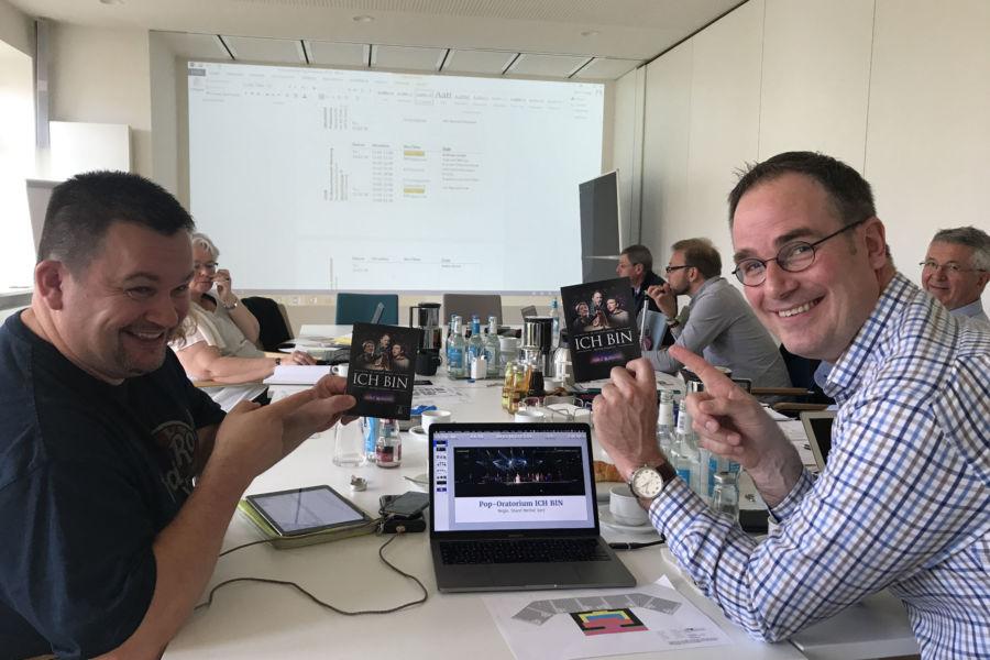 Planungssitzung für das Pop-Oratorium ICH BIN in Leipzig mit Regisseur und Schauspieler Benjamin Stoll, Dirigent Gerrit Junge und Komponist Sigi Hänger