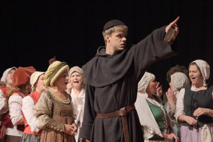 """Aufführung von """"Höllenfeuer – Luther der Rebell"""" mit Benjamin Stoll als Martin Luther"""
